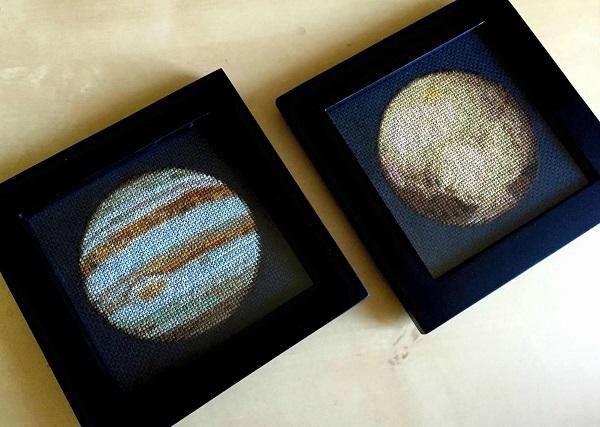 Křížková výšivka Jupiter a Pluto - planety, sluneční soustava