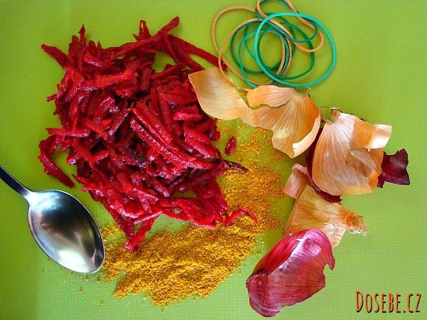 Ingredience pro barvení velikonočních vajíček - červená řepa, cibulové slupky, kari