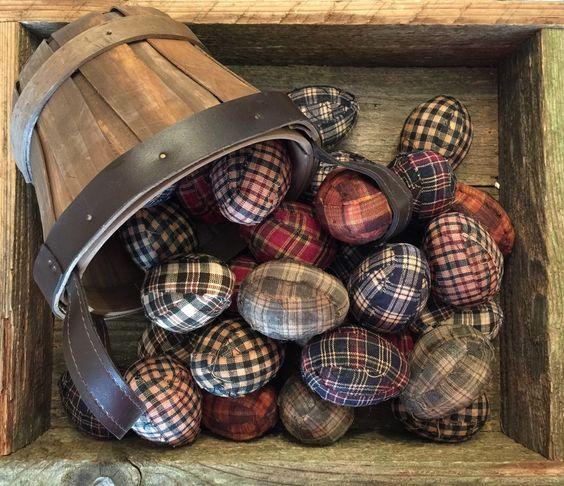 Rustikální velikonoční vejce - kostkovaná, textilní.