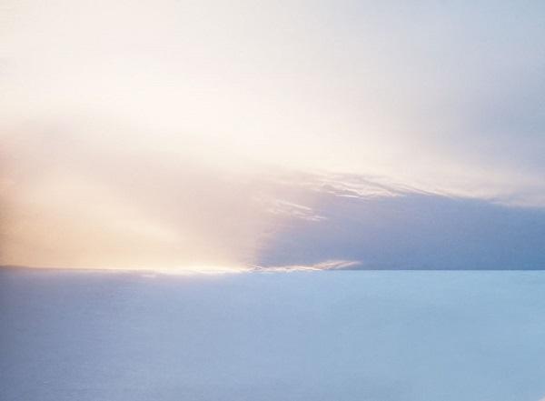 K vyfocení iluze západu slunce stačí přehnutý papír a sluneční světlo.