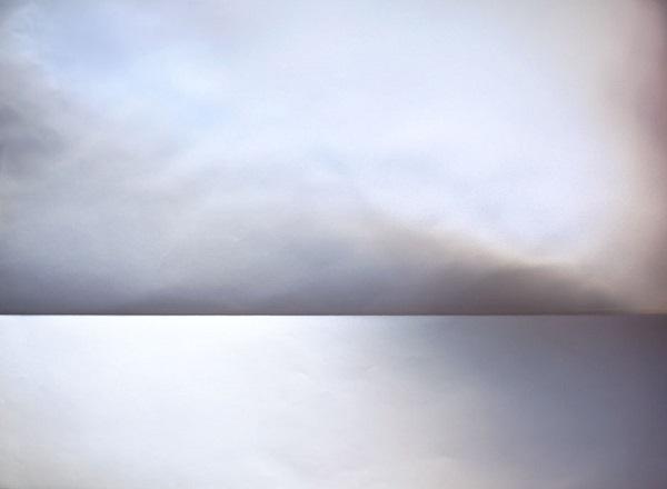 Zvlněný papír vypadá na fotce jako mraky.