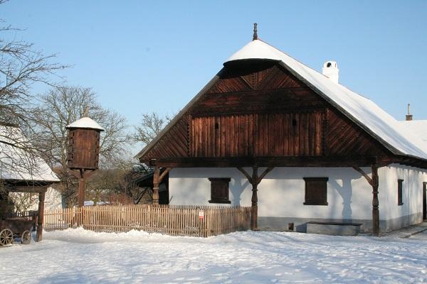 Vánoční výstava Lidové Vánoce ve skanzenu v Polabském muzeu v Přerově nad Labem.